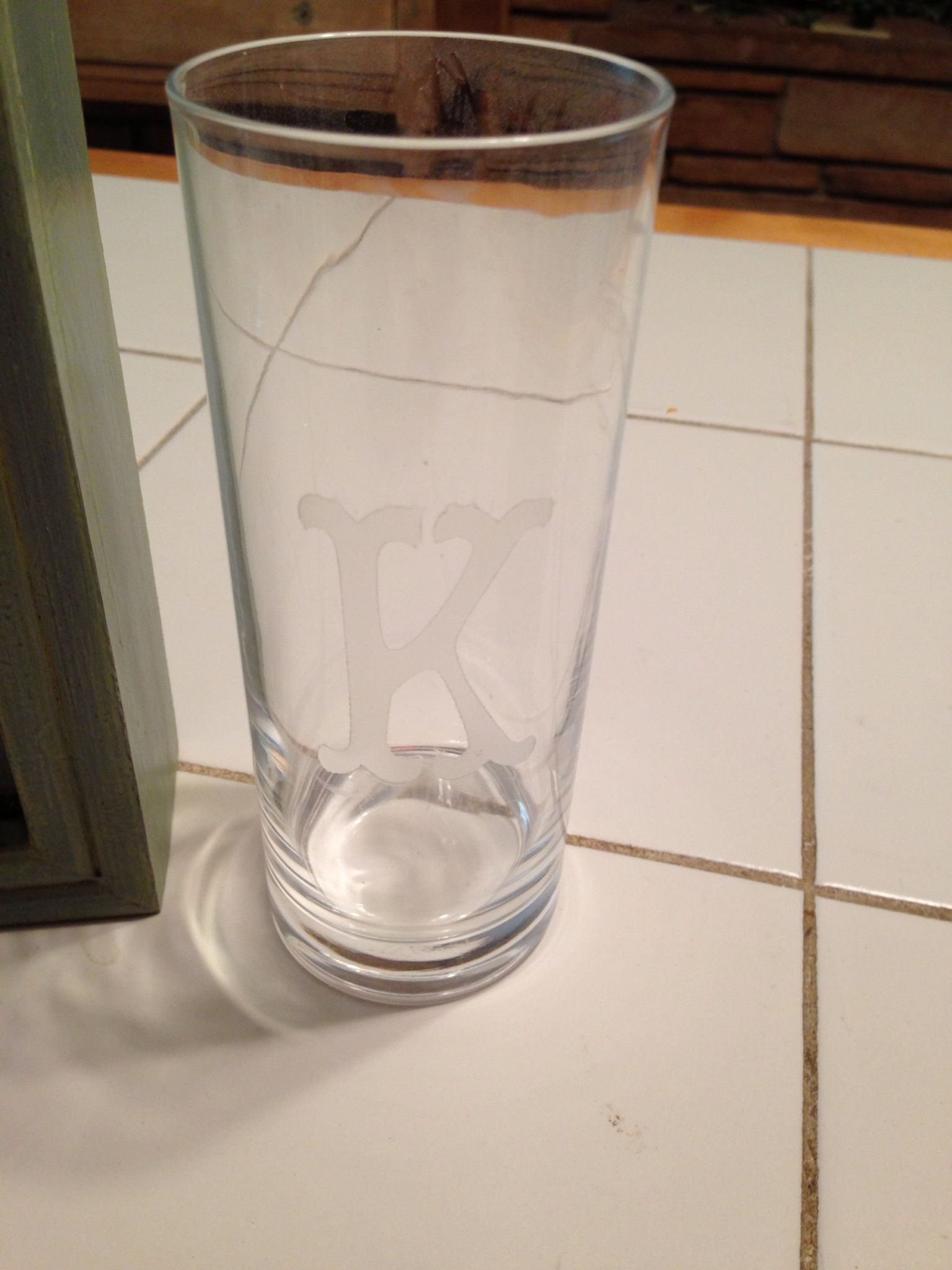 Glass for the unity sand - frosted spray paint initial