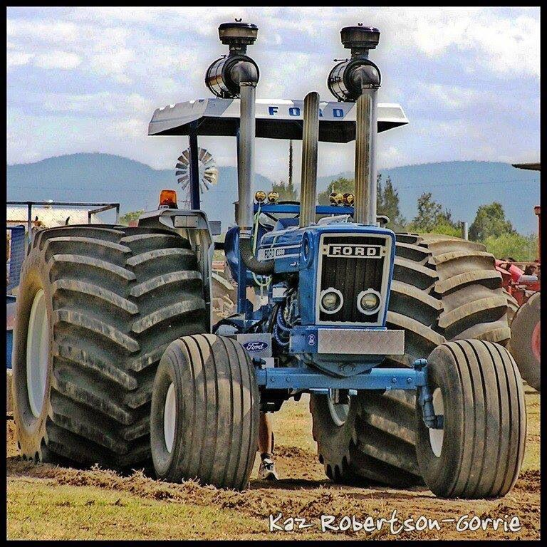 Big Ford Tractors : Ford tractor now that s cool tractors