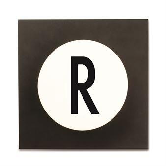 Anna eteisellesi persoonallinen leima käyttämällä Design Lettersin Hook2 -kirjainkoukkuja. Sen nimi on peräisin siitä, että koukussa on