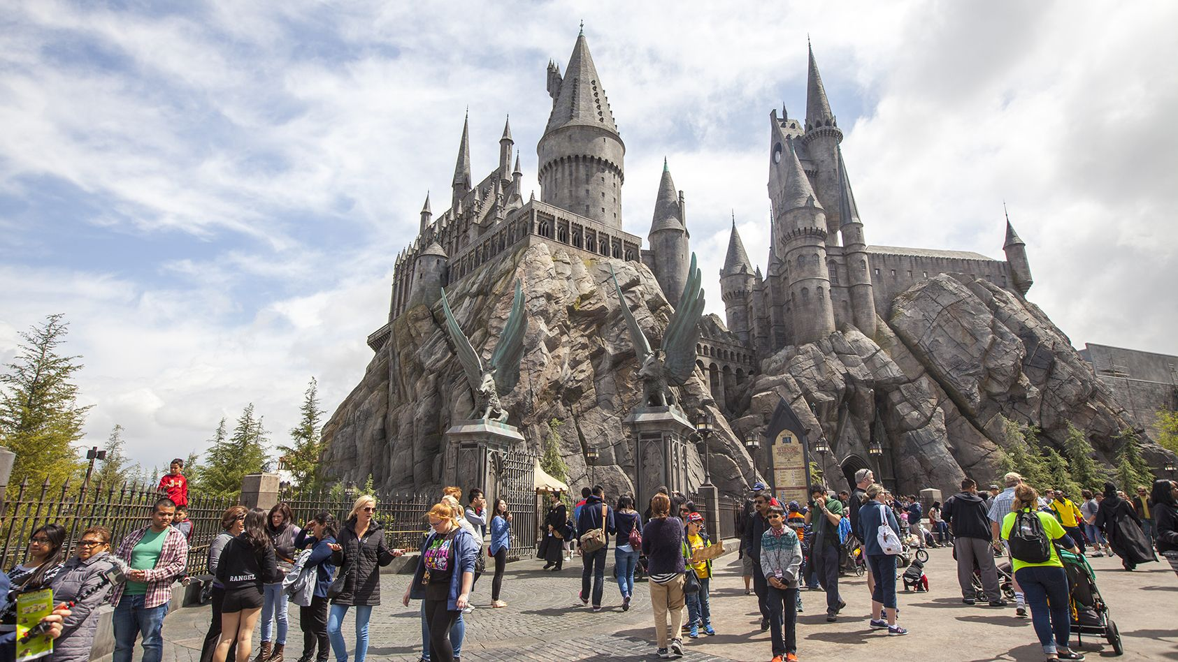 A Guide To The Wizarding World Of Harry Potter Wizarding World Of Harry Potter Wizarding World Harry Potter Theme Park