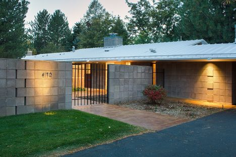 mid century modern courtyard - Google Search | Shipping Container ...