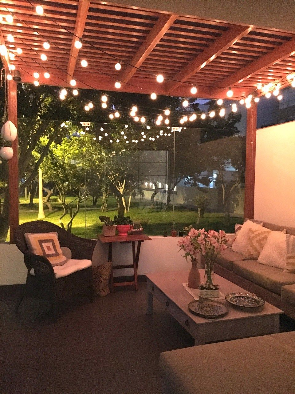 Las luces de terraza se pueden mandar a hacer en las for Luces colgantes para jardin
