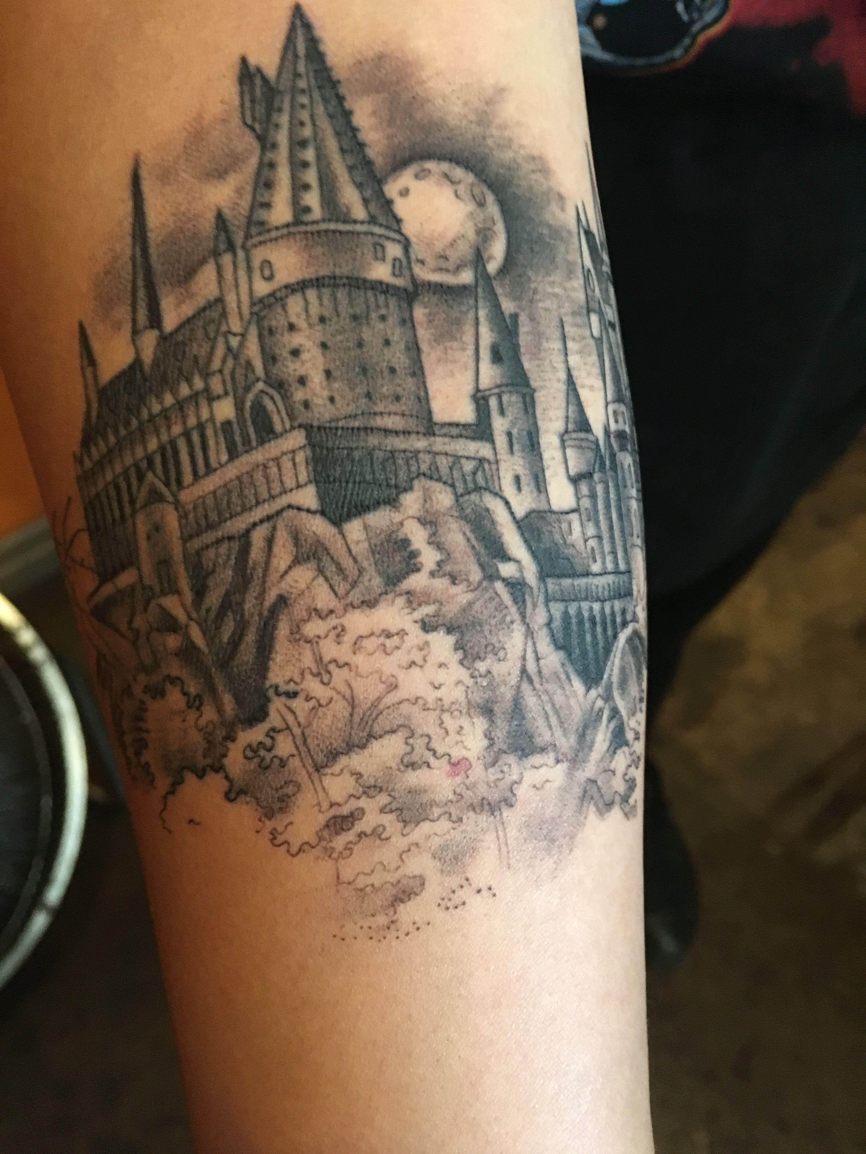 Harry Potter Hogwarts Castle Tattoo By Kim Saigh At Memoir Tattoo Castle Tattoo Hogwarts Castle Tattoo Tattoos