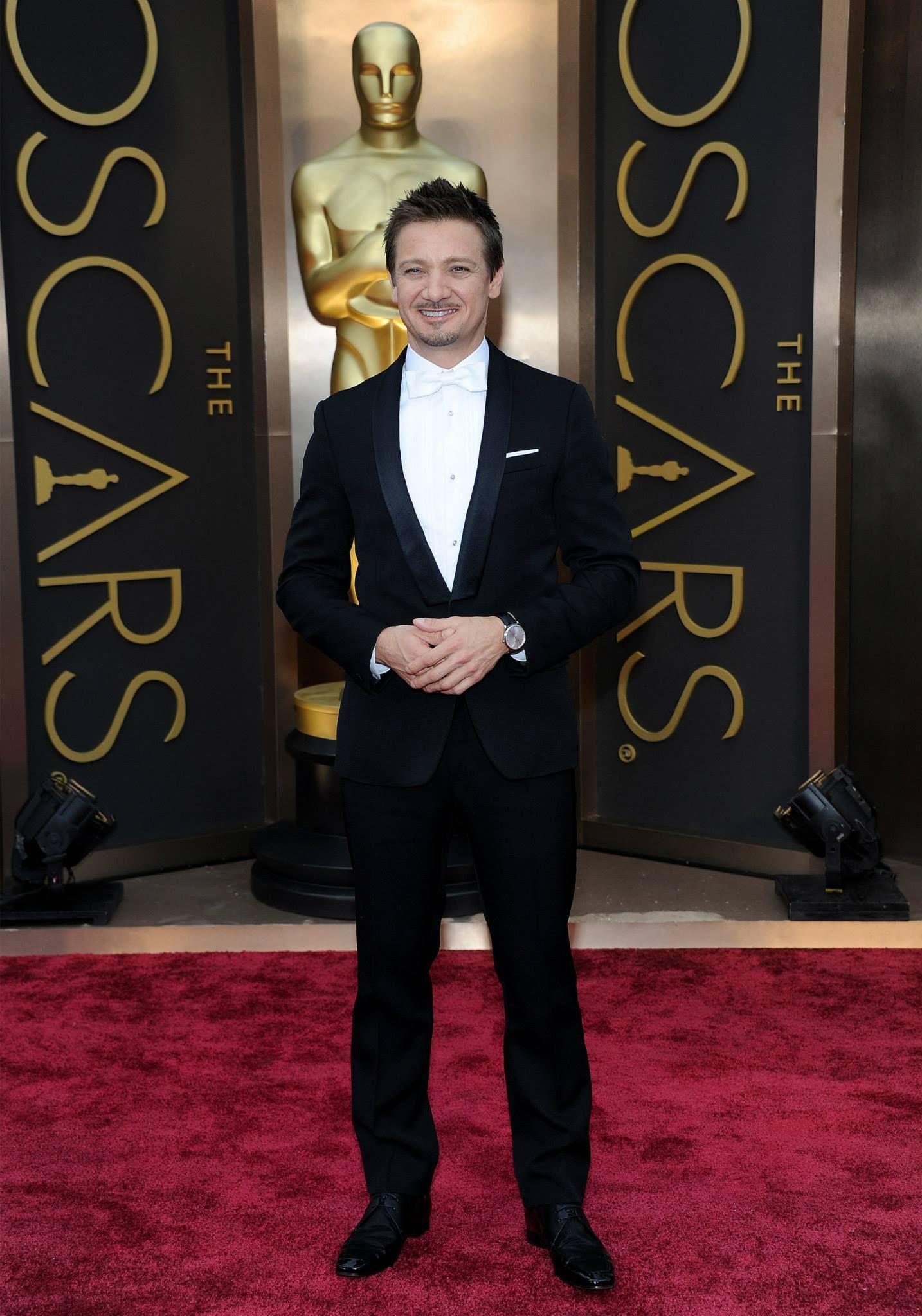 """LOS RELOJES DE LOS OSCARS 2014 - Jeremy Renner, actor de """"La gran estafa americana"""", se decantó por un reloj Master Ultra Thin 41 de Jaeger-LeCoultre para asistir a los Oscars 2014."""