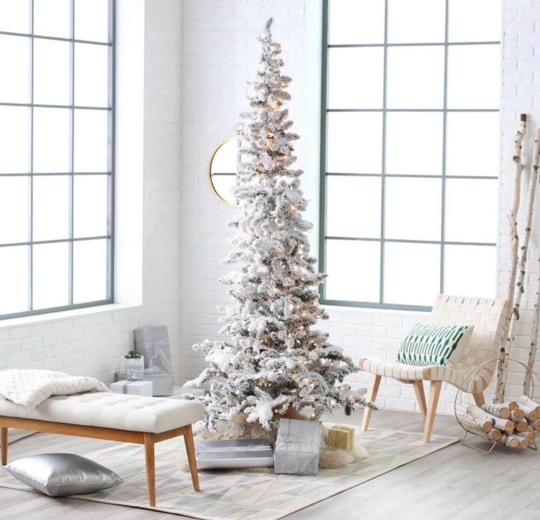 How to Arrange Your Room Around Your Christmas Tree Slim