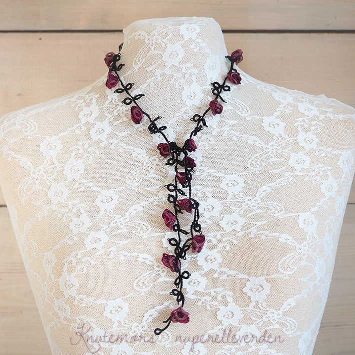 knutemoren - Tusenvis av knuter former en ny rosekrans. Kan brukes som smykke som klave og som hårpynt. Ikke metall i denne kun bomullstråd  This row of roses can be used as a necklace a choker and a crown. All cotton no metal #tatting #roses #nupereller #tilsalg #forsale #madebyme #necklace #choker #crown #smykker #klave #hårpynt