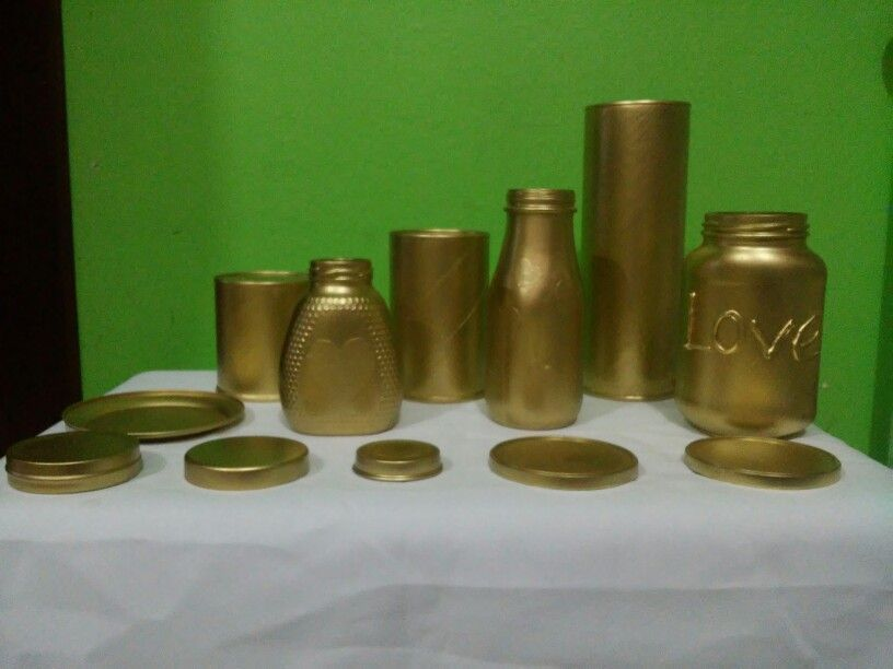 Botellas de vidrio pintadas en dorado. muy faciles.....