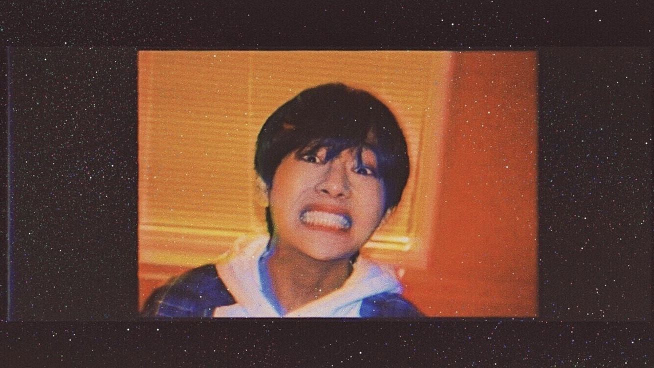 𝐉𝐔𝐒𝐓 𝐀 𝐒𝐌𝐈𝐋𝐄 𝐊𝐕 New Feels Kim Taehyung Wallpaper Bts Laptop Wallpaper Bts Wallpaper Desktop