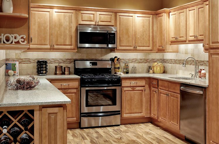 Kitchens with honey maple cabinets park avenue honey for Maple kitchen cabinets
