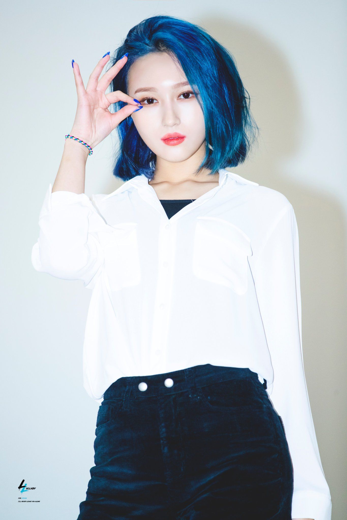 Pin By Aelia On Pretty Kpop Idol Pics Kpop Girls Short Blue Hair Uzzlang Girl