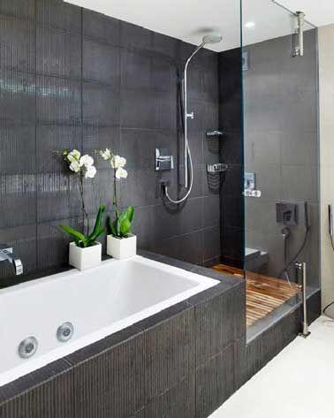 Id es d co pour une salle de bain grise salle de bains for Salle de bain avec baignoire et douche