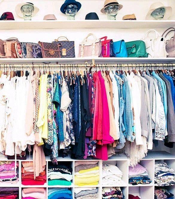 Open closet excelente idea para organizar en espacios for Closet para espacios pequenos