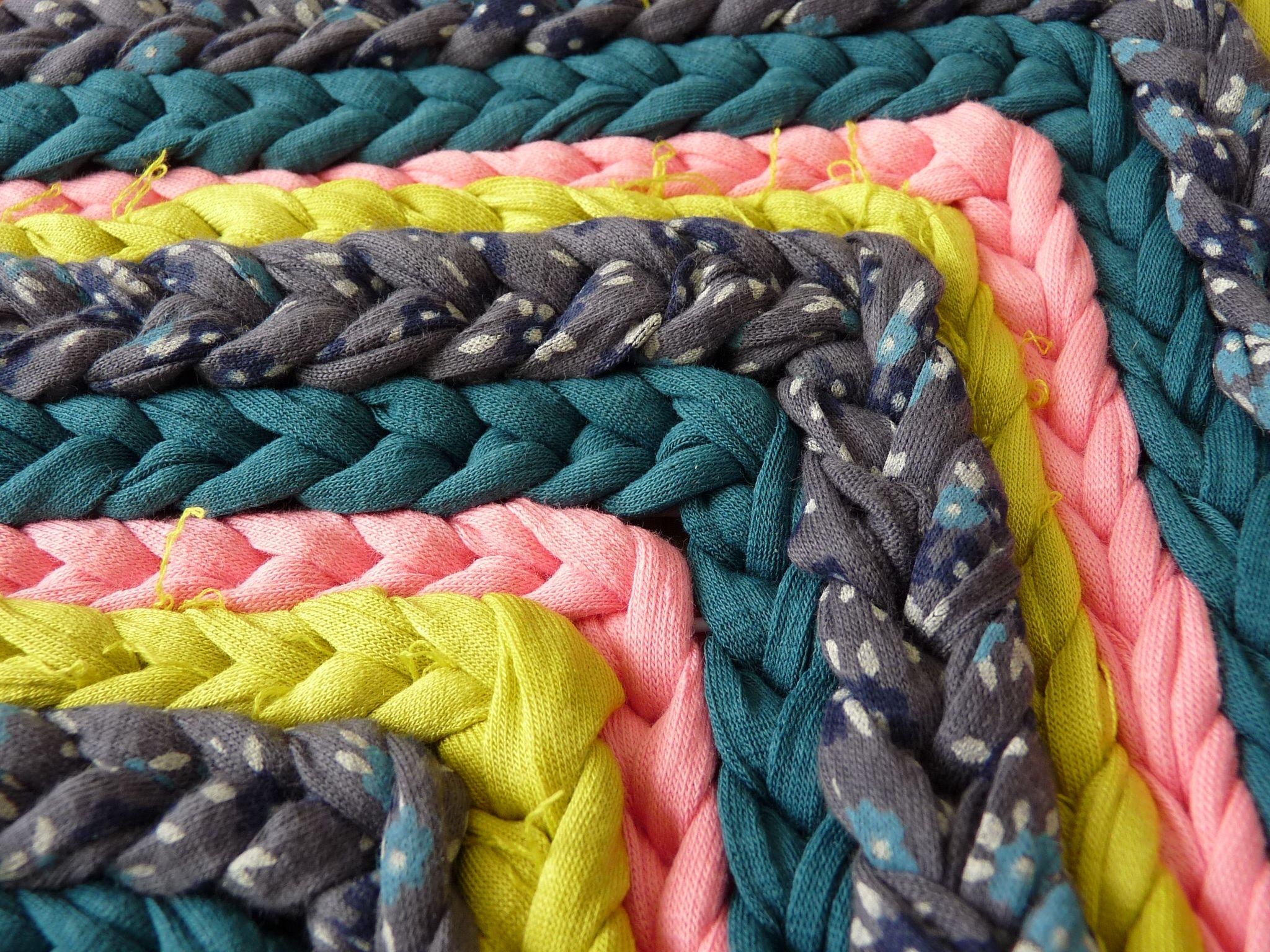 Detalle de mi última alfombra de trapillo. #crochet #ganchilloXXL #tirelas #totora #diyrug