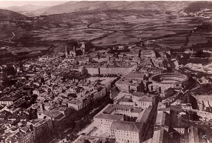1920-plaza  de  toros  antigua derrivada en 1921-VISTA  AEREA-