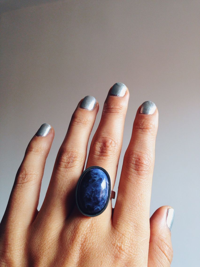 Anillo en plata sochapado con piedra Sodalita en cabuchón. 100% hecho a mano!