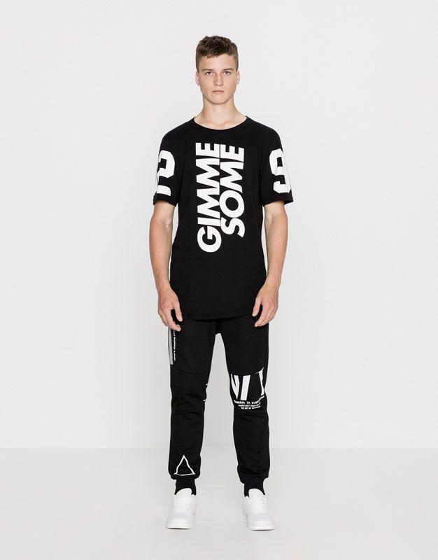 d43aa00df5fb7 Camiseta negra print texto - Camisetas - Ropa - Hombre - PULL BEAR ...