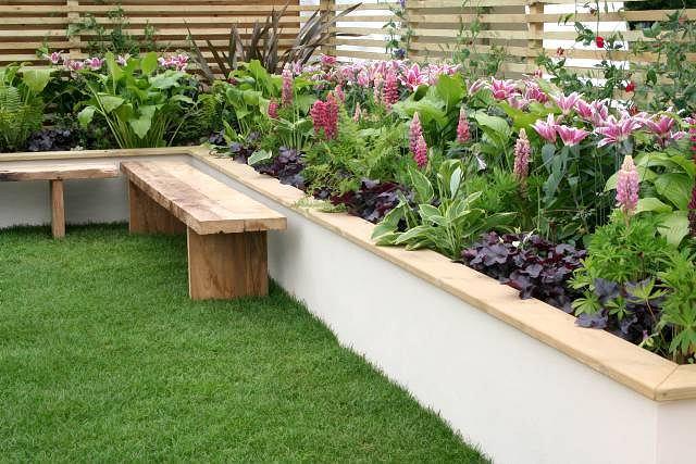Podwyzszone Rabaty Pozornie Powiekszaja Ogrod Rosnace Na Nich Kwiaty Sa Lepiej Widoczne Sprawiajac Wrazenie Obfitosci Plants Garden Inspiration Horticulture
