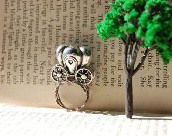 Castillo de cuento de hadas hermoso medallón anillo!  Hola damas nobles!  Érase una vez... puede llevar magia e historias con usted donde quiera que