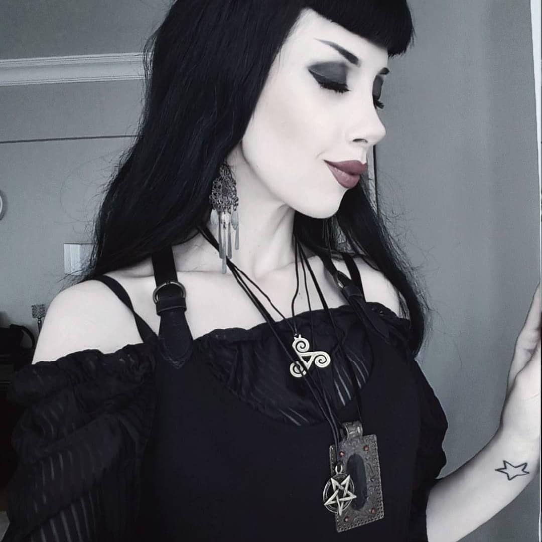 Paint it black 🖤🖤🖤 • • • #allblackeverything #goth #gothgirl #gothgirls #gothic #gothicgirl #gothicgirls #gothgoth #gothmodel #gothicmodel #gothfashion #gothicfashion #altgirl #altgirls #altmodel #alternativemodel #alternativegirl #alternativegirls #gothicoutfit #blackfashion #gothdoll #black #gothicstyle #darkfashion #allblack #choker #gothicdoll #alternativefashion #wiccac #corset