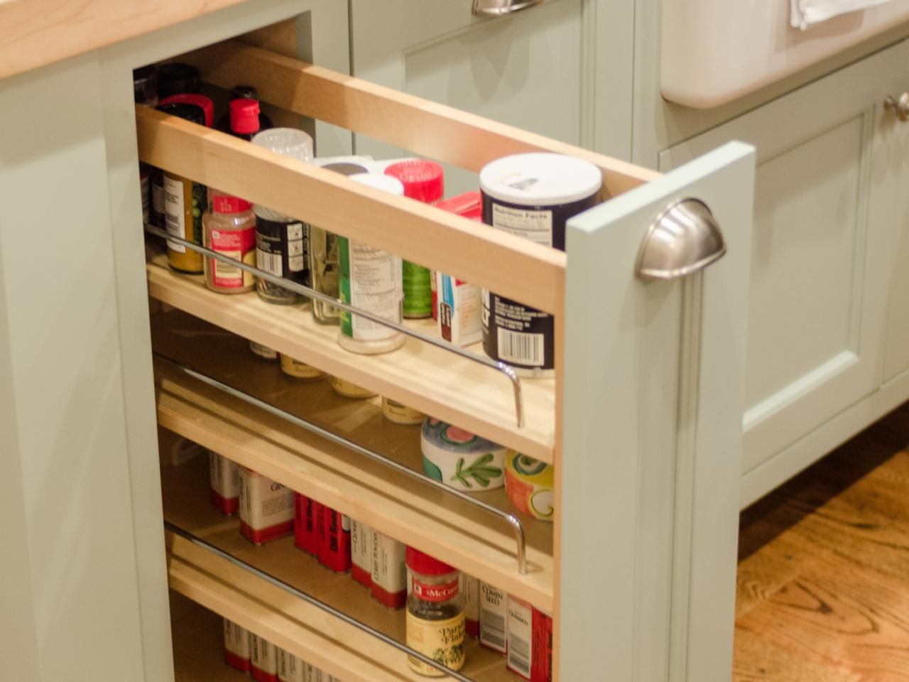 Pull Out Diy Spice Rack For The Tiny Kitchen Description From Pinterest Com I Searched For This Kitchen Spice Racks Cabinet Spice Rack Kitchen Cabinets Decor