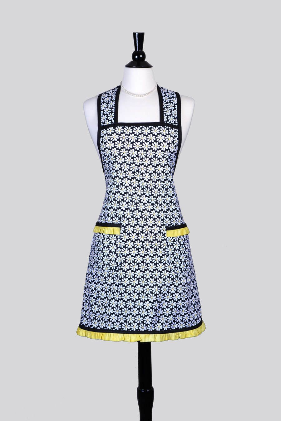 Women S Kitchen A Black And White Daisies Yellow Trim Fabric Old Fashioned Styling Large Pockets One Size Fits Most Plus