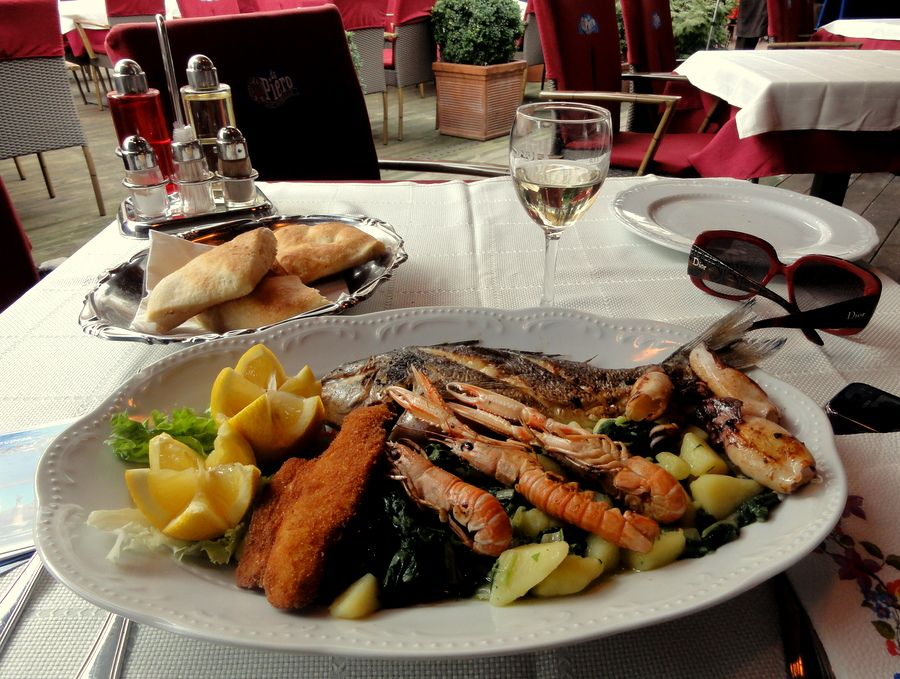 Seafood Mix Lunch Istrian Style At Da Piero Restaurant In Zagreb S Dolac Market Lunch Seafood Seafood Mix