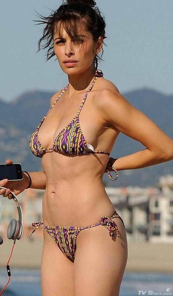 Tv Shark Sarah Shahi Bikini Call Photos Pictures Gallery Photo 3 Photosheaf Com