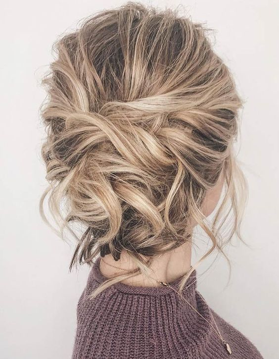 31+ Easy Updos for Medium Hair in 2019 #messyupdos