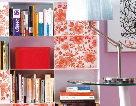 Empapelar estantes forrar estanter as con papel for Como empapelar puertas