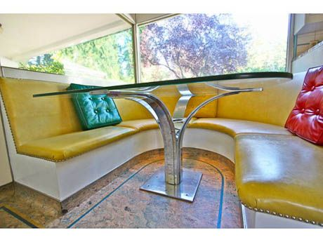 Mid-Century Modern: Great website with tons of pics of mid-century decor, vintage collectibles from the 1940s, 1950s, 1960s, 1970s: retrorenovation.com