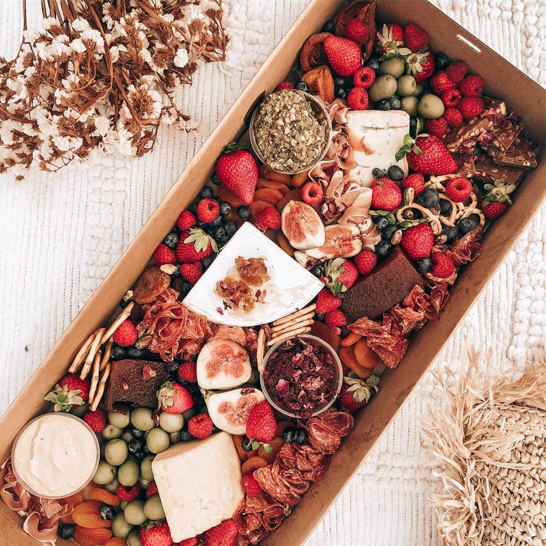 THE MERRY 'FOLK'MAS GRAZING BOX is now LIVE!! delivery