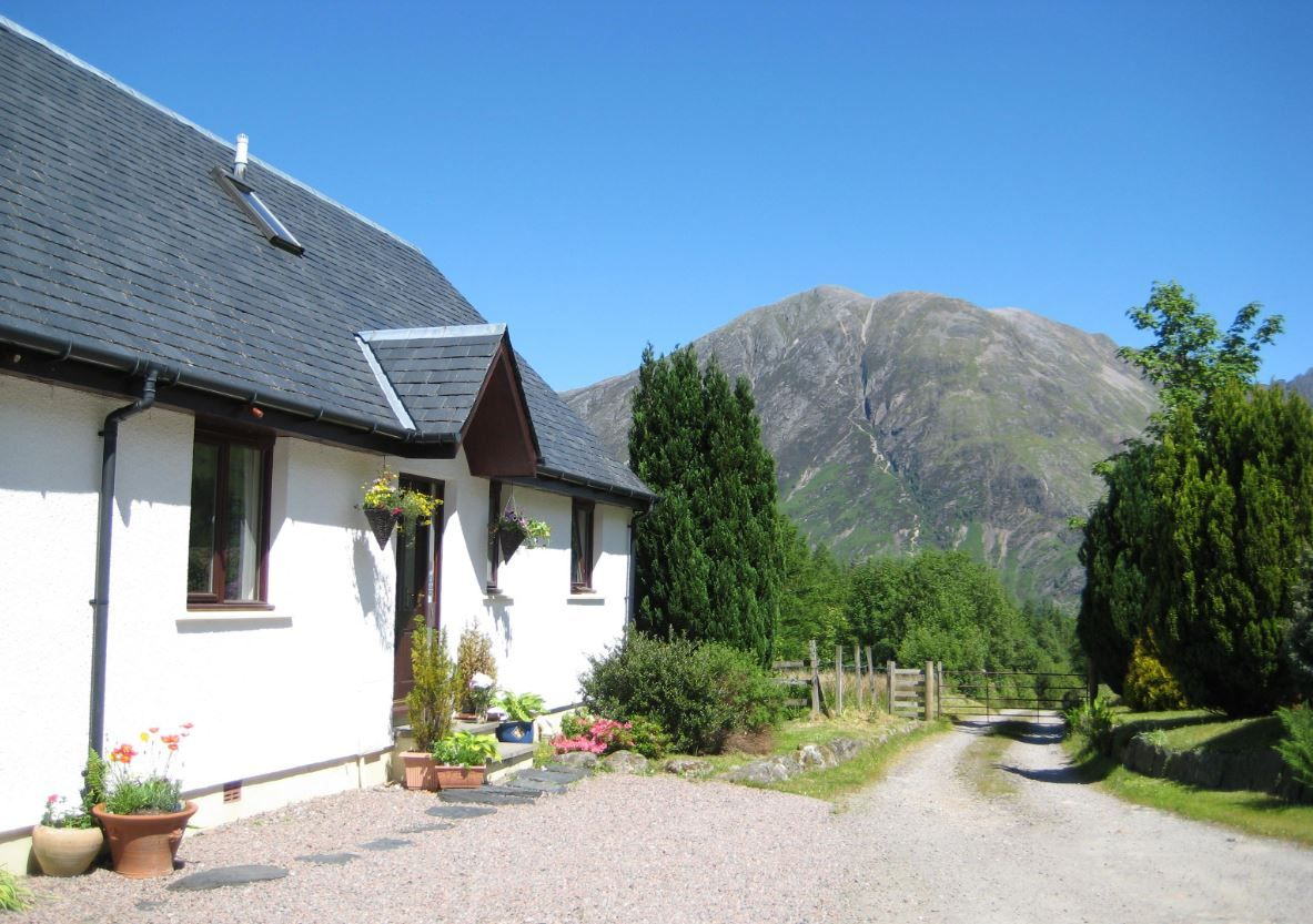 Set In A Hidden Valley In A Truly Magnificent Location Glencoe Mountain Cottages Enjoy Stunning Views Of Aon Mountain Cottage Holiday Cottage Wonderful Places