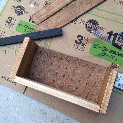 我が家には、消費しなければ・・・な端材が たーっぷりあります(´-ω-`) 中途半端な長さのものを少しでも消費するべく、 初心者の方でもわりと簡単に作れるボックスを作り 家にある隠ぺいしたいものの収納にしました♡ アレンジ次第で好みのものになりますよ~(σ・з・)σ