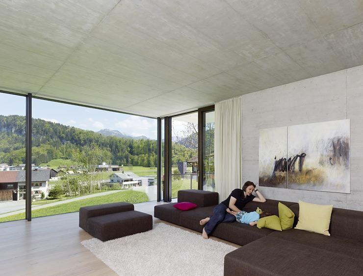 familiendomizil am hang: offenes wohnzimmer | eckfenster, offenes, Wohnzimmer