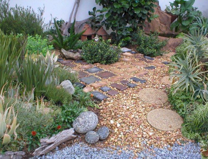 garten mit kies steine pflanzen außenbereich gestalten, Gartenarbeit ideen