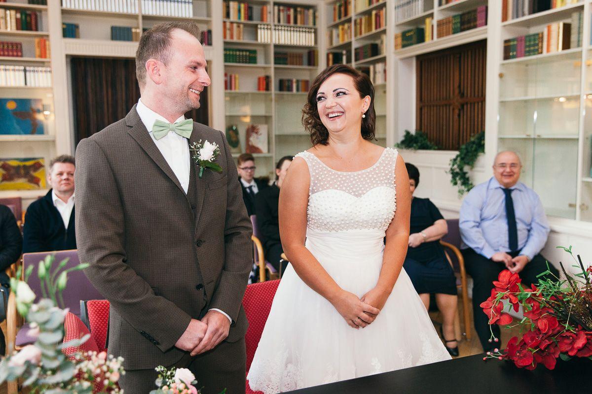 Trauung In Villa Wuppermann Leverkusen Standesamtliche Hochzeit Standesamtlich Heiraten Standesamtliche Trauung