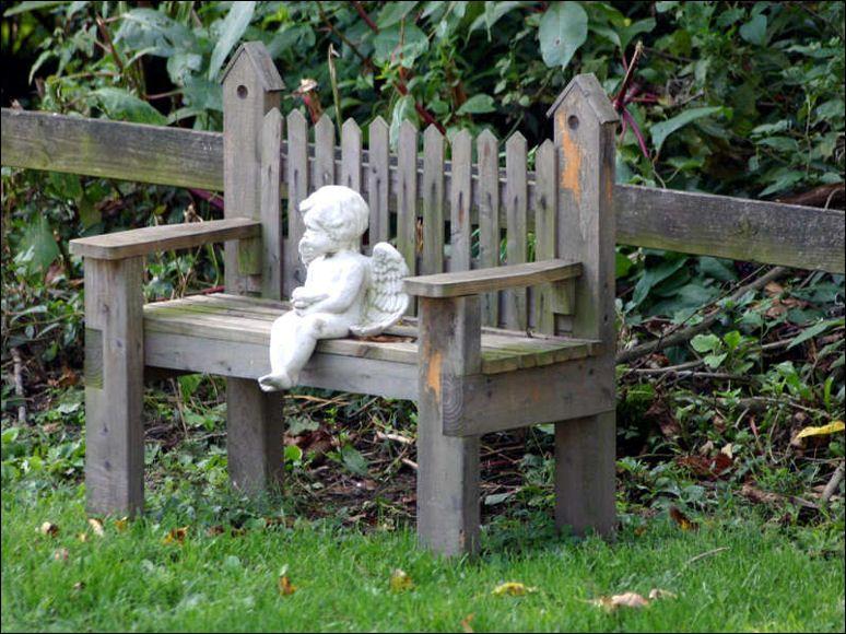 combining garden statues with other garden decor - Outdoor Garden Decor