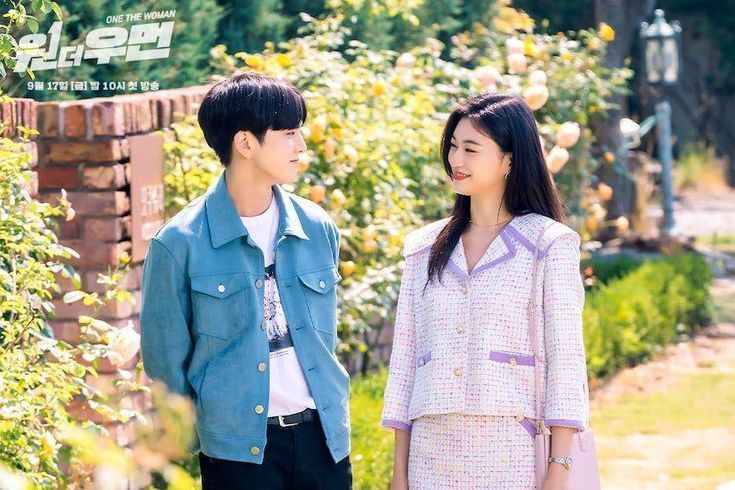 """THE BOYZ's Younghoon And Weki Meki's Kim Doyeon Show Their Characters' First Love In """"One The Woman"""" Flashback"""