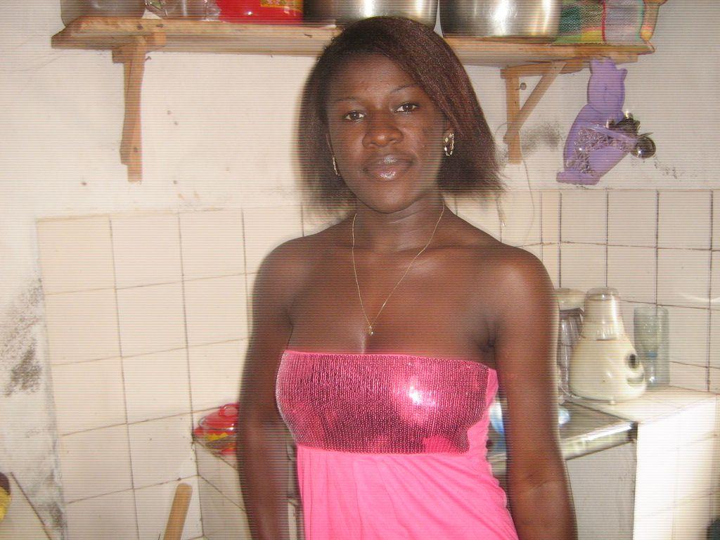 une femme c libataire du cameroun rencontre black pinterest femmes c libataires le. Black Bedroom Furniture Sets. Home Design Ideas