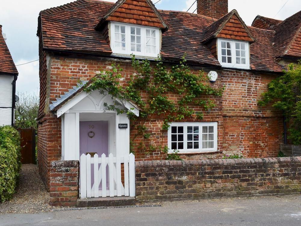 5 Cottages That Go Above And Beyond To Make Your Dog Feel At Home Cottage Exterior Cottage Interiors Cottage Homes