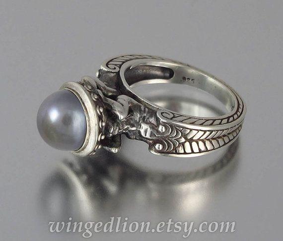 Anillo de plata de CARIÁTIDE con gris perla por WingedLion en Etsy