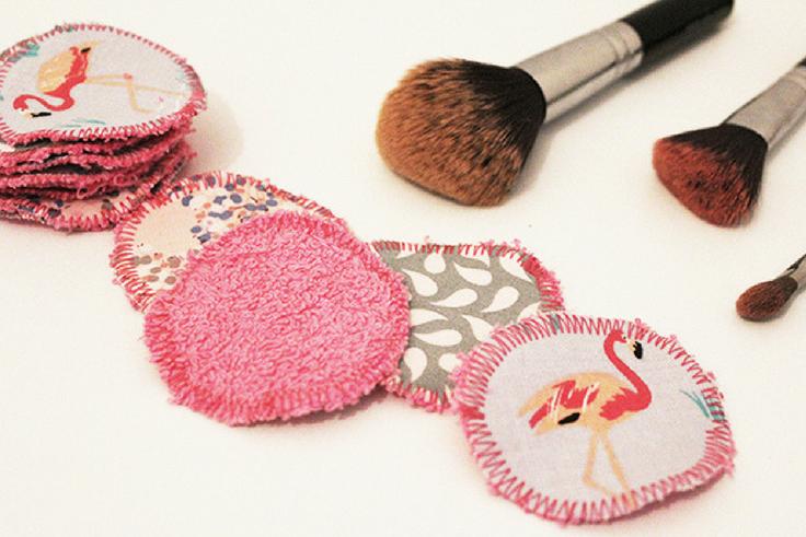 Upcycling : les cotons démaquillants fait-maison   Coton démaquillant, Bouts de tissu, Fait maison