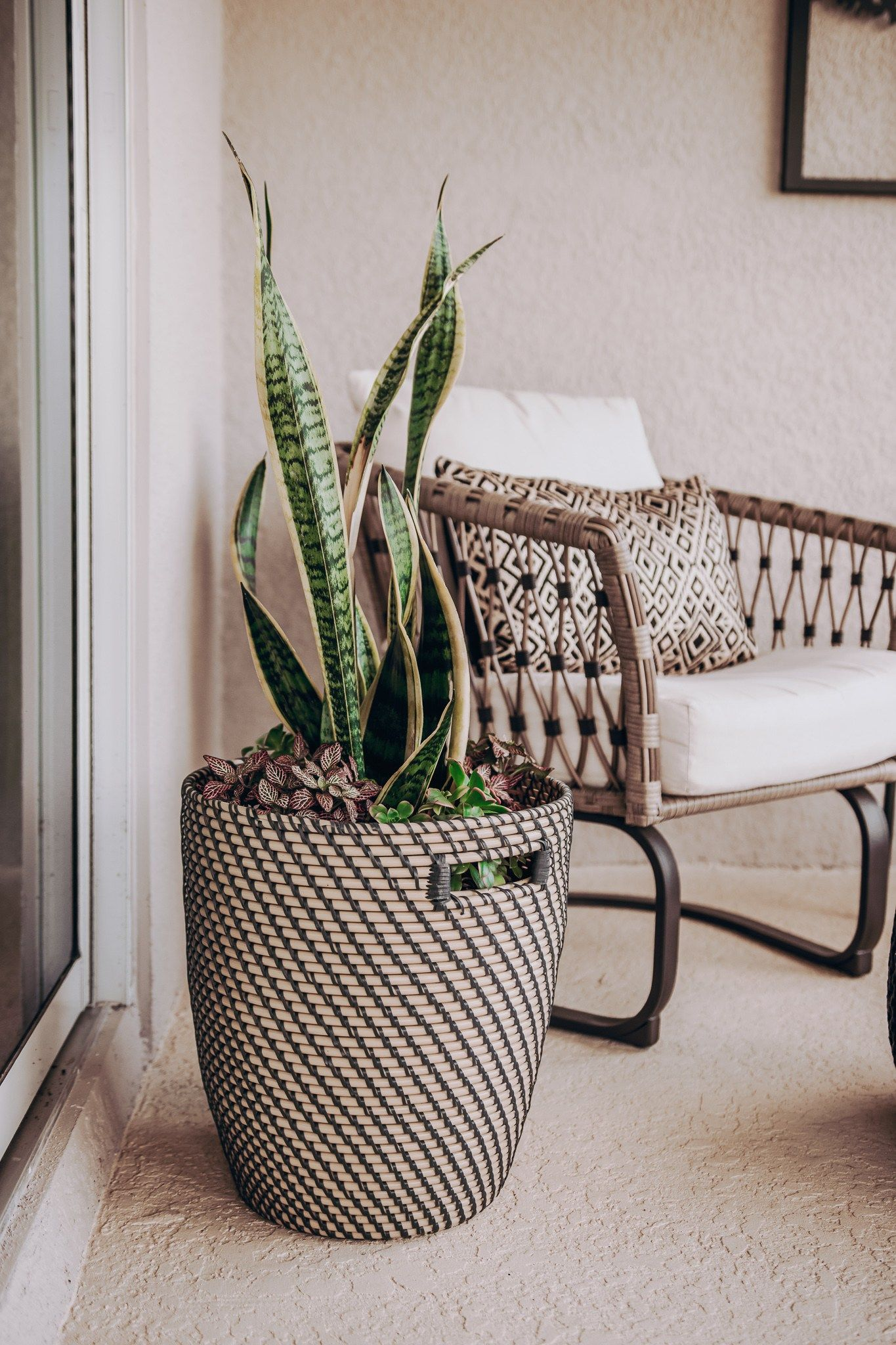 Seven Tips For Decorating A Small Outdoor Space In 2020 Small