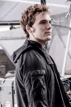 Finnick Odair From Hunger Games Actores Pinterest Juegos Del