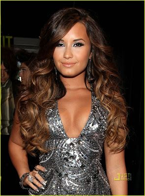 Fato de Garota: Os Cabelos da Demi Lovato!