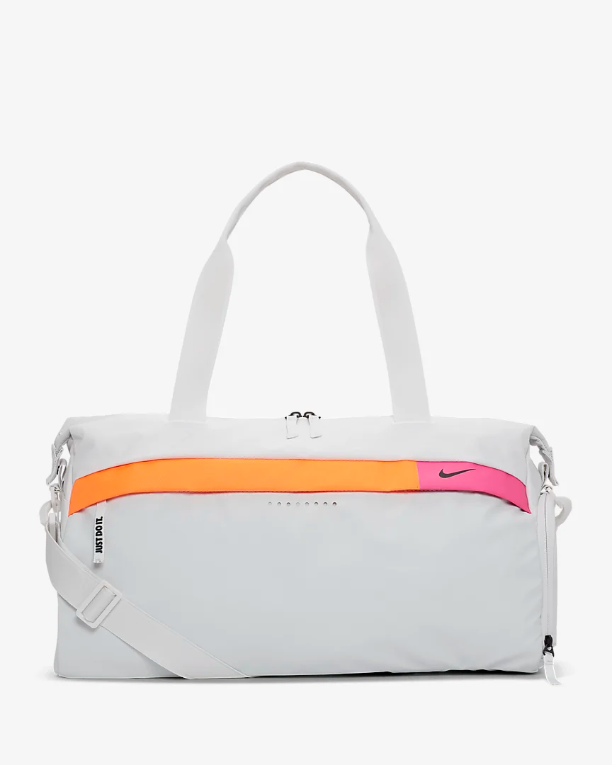 Nike Radiate Women S Graphic Training Duffel Bag Nike Com In 2020 Nike Duffle Bag Sport Bags Women Womens Gym Bag