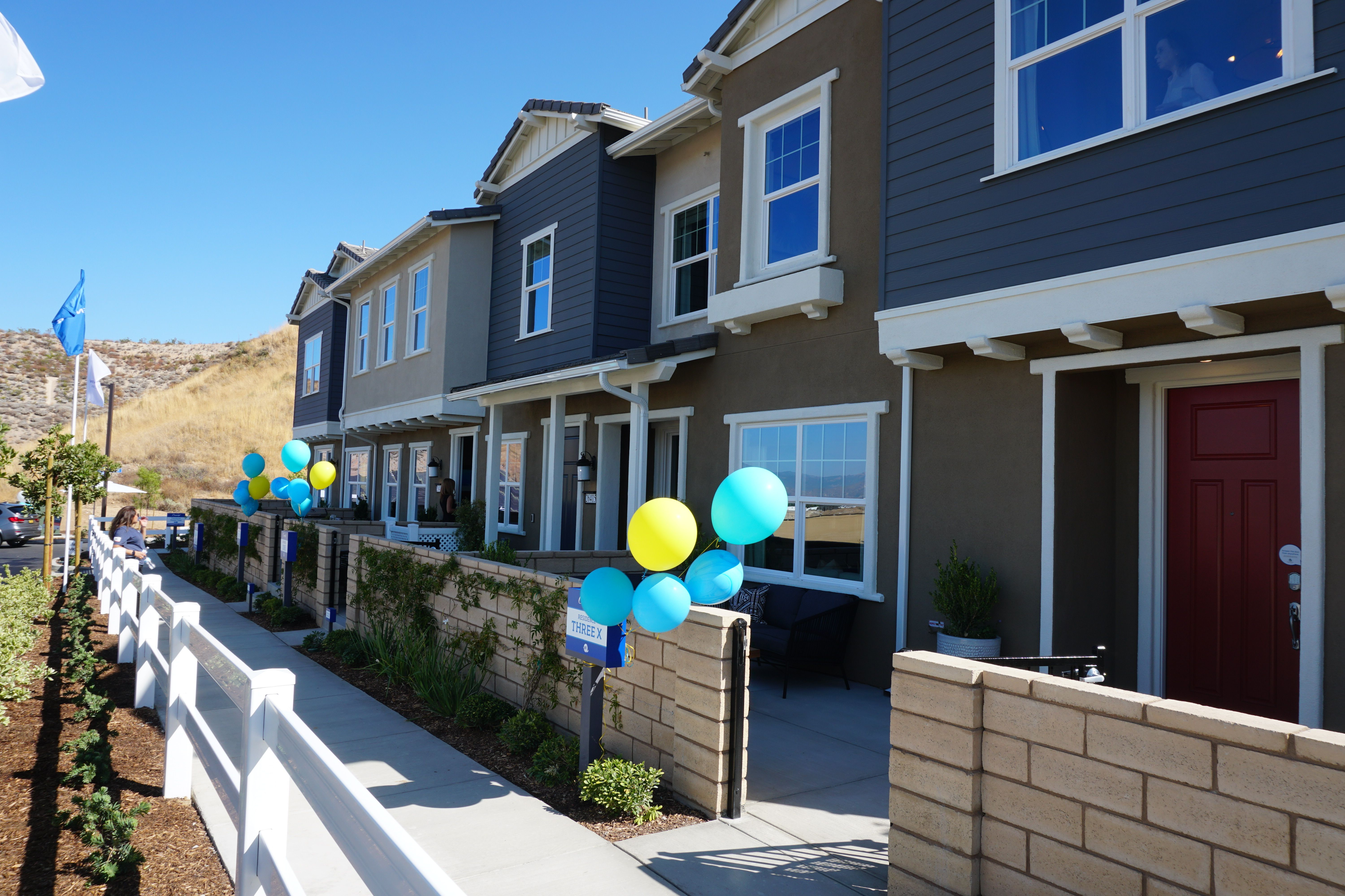 New Townhomes In Valencia At Concord At River Village New Home Communities College Of The Canyons New Homes