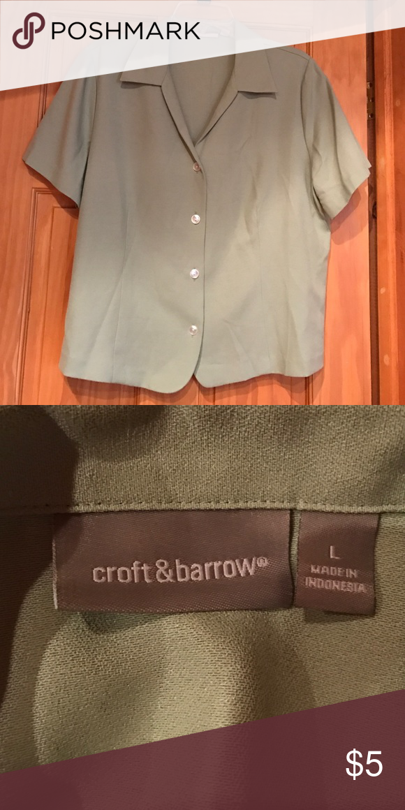 Button up top Short sleeve.  Great office wear. Tops Button Down Shirts