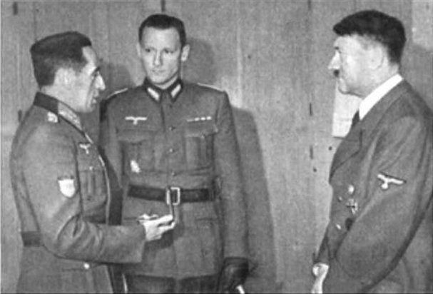Division Azul. Jamás se imaginó Hitler que un dia entregaria en persona la cruz de hierro a uno de carabanchel.