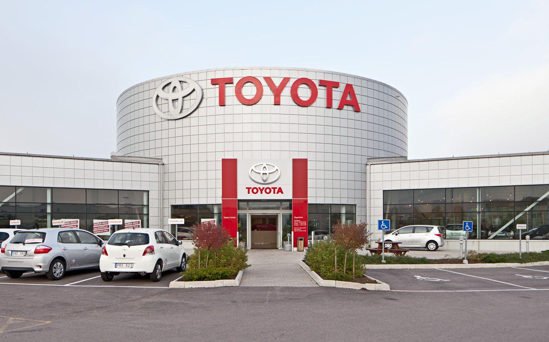 Toyota Car Showroom Exterior Toyota Toyota Dealers Toyota Motors